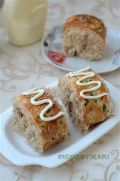 肉松沙拉面包