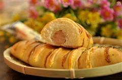沙拉芝士面包