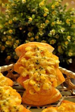 金黄沙拉面包