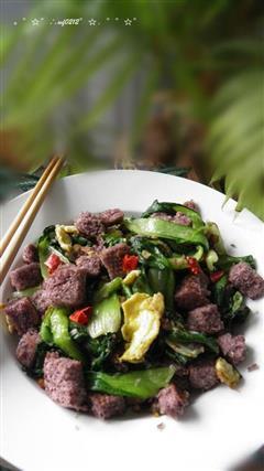 青菜炒杂粮馒头丁