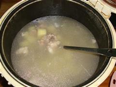 薯仔排骨汤