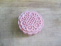 栗蓉蔓越莓冰皮月饼