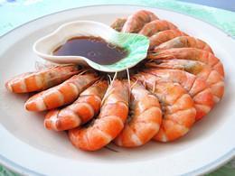 白灼虾蘸芥末沙拉汁