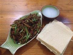 香辣版小鱼煎饼配稀饭简易晚餐