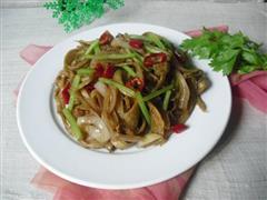 芹菜洋葱炒面筋