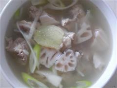 莲菜排骨汤