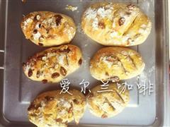 低卡足料核桃葡萄干燕麦全麦面包