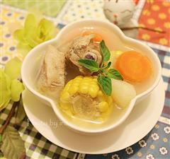 玉米土豆萝卜排骨汤