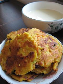 豆浆加胡萝卜煎饼