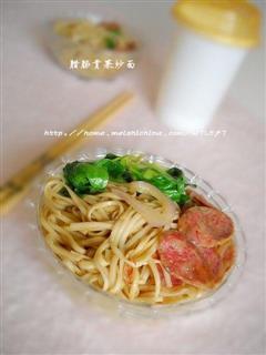 腊肠青菜炒面