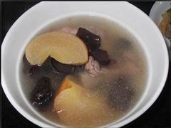 黑木耳苹果排骨汤