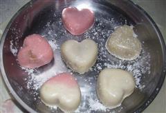 红酒豆蓉冰皮月饼