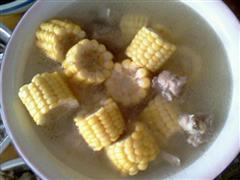 玉米炖排骨