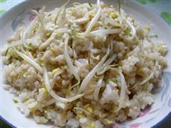 绿豆芽蛋炒饭