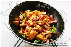 干锅腊肉豆结