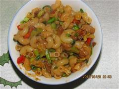 芹菜红椒炒面