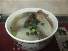 萝卜香菇排骨汤