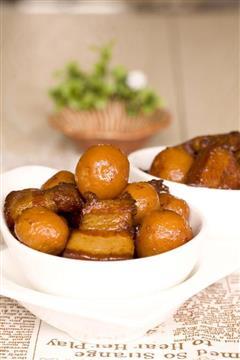 红烧肉焖小土豆