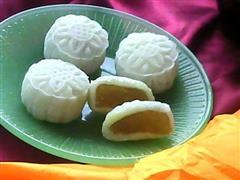 菠萝冰皮月饼