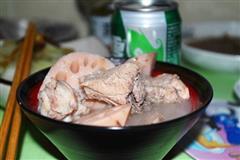 砂锅莲藕排骨汤