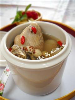淮山芡实莲子鸡汤