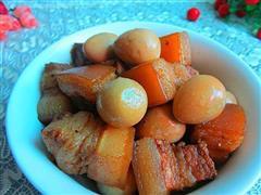 红烧肉烩鹌鹑蛋