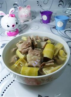 羊尾笋猪肚排骨汤
