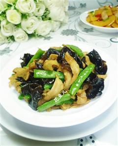 黑木耳梅豆炒面筋