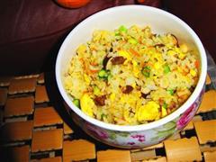 腊肠芦笋蛋炒饭