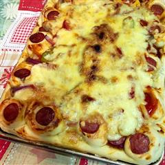 足料烤肠芝士披萨