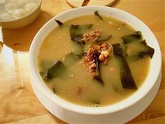 花生海带排骨汤
