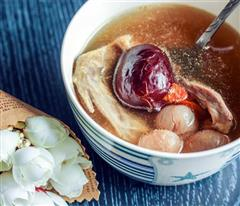 红枣桂圆枸杞鸽子汤
