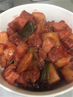 南乳红烧肉土豆