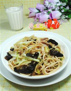 黑木耳猪肉韭菜芽炒面