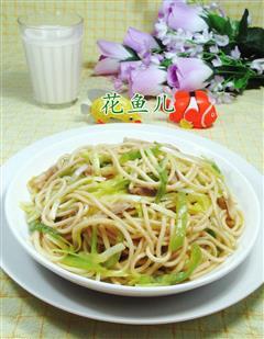 尖椒猪肉韭菜芽炒面