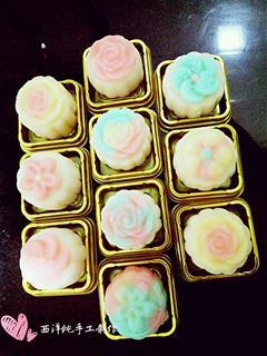 彩虹奶黄冰皮月饼