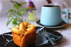 香肠玫瑰花沙拉酱面包