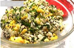 菠菜鸡蛋炒饭-假日懒人10分钟能量餐