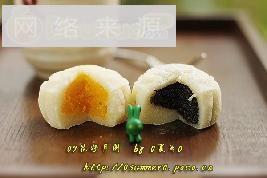 黑芝麻,奶黄 冰皮月饼