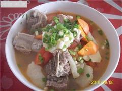 土豆炖排骨汤