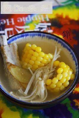抓紧新鲜的尾巴-甜玉米山菌排骨汤