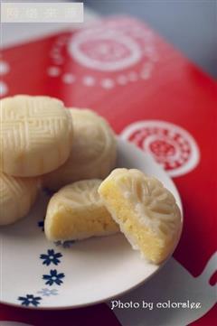 椰香芝士奶黄冰皮月饼