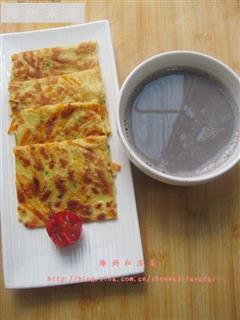黑米薏仁豆浆&胡萝卜煎饼