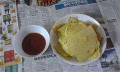 鸭蛋煎饼配番茄酱