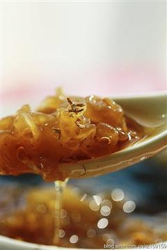 姜糖红枣银耳汤