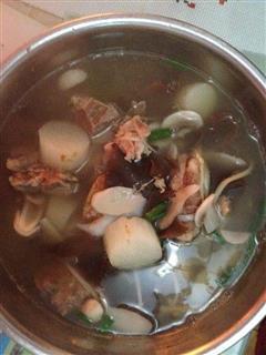 鲜味排骨汤