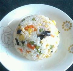 菠萝五彩蛋炒饭