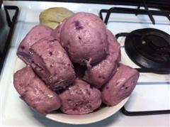 紫薯馒头,颜色很诱人的哦