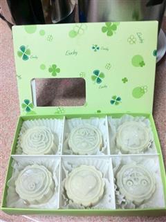 抹茶绿豆冰皮月饼