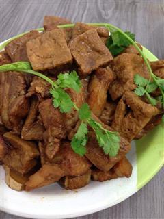 油豆腐红烧肉